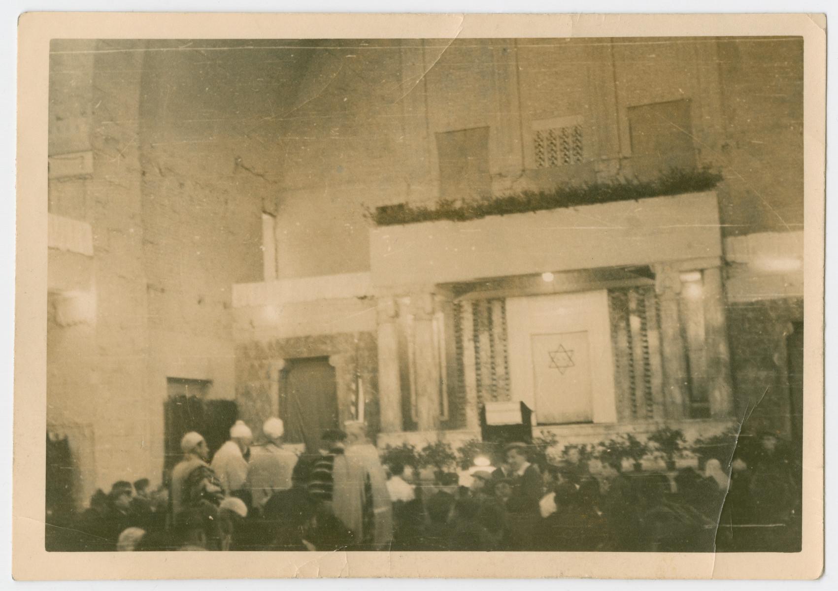 Survivors and American Jewish servicemen attend Rosh Hashanah services in Frankfurt.