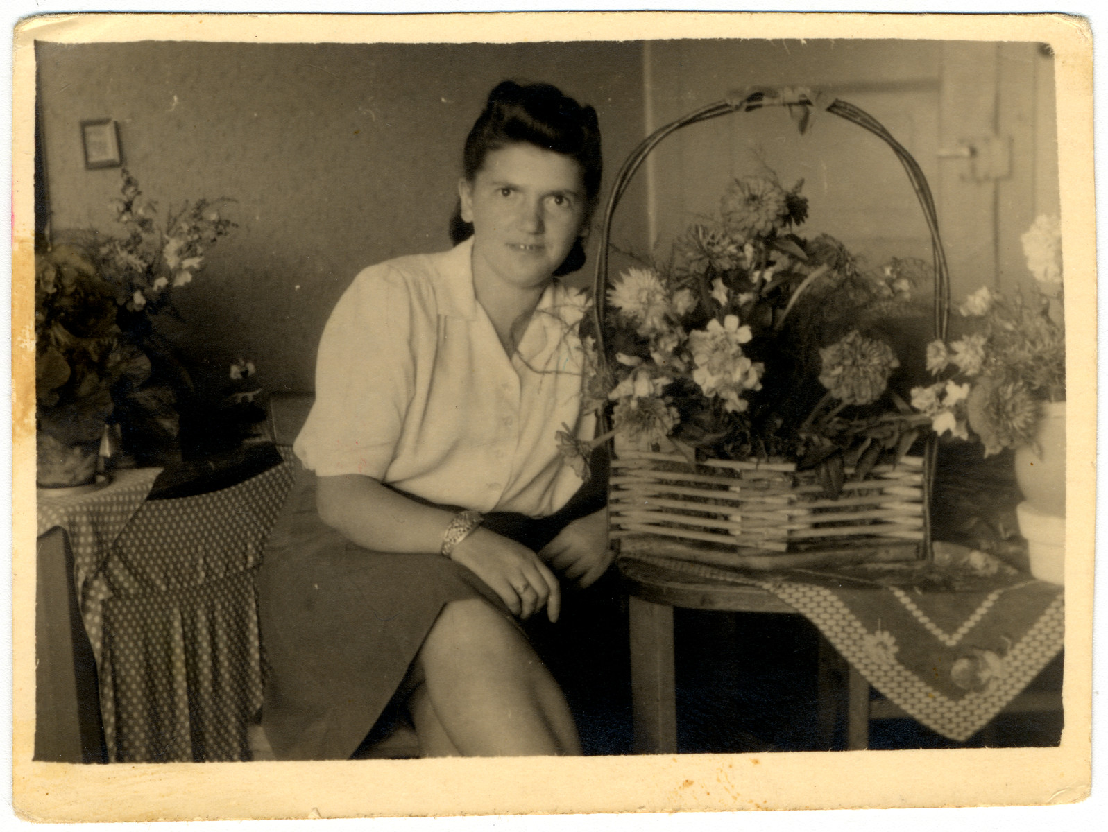 Hanka Brumer sits at a table with flowers.