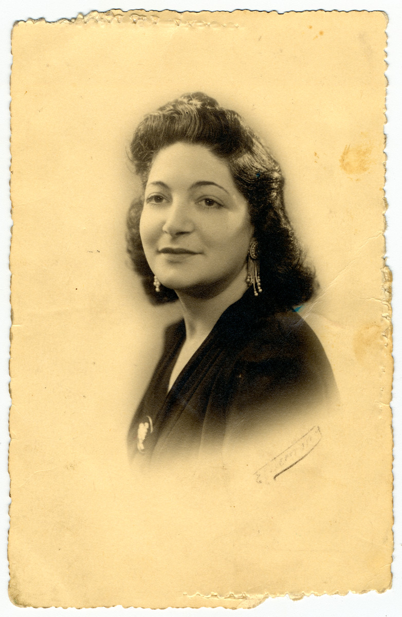 Studio portrait of Suzanne Flake, the older sister of the donor who perished at Auschwitz.