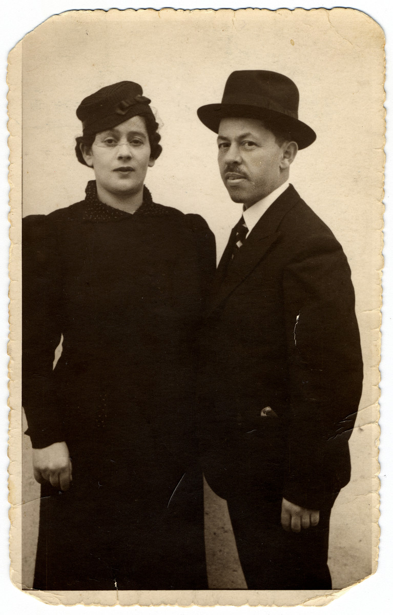 Studio portrait of Herman and Breinde Friedman, the parents of the donor.