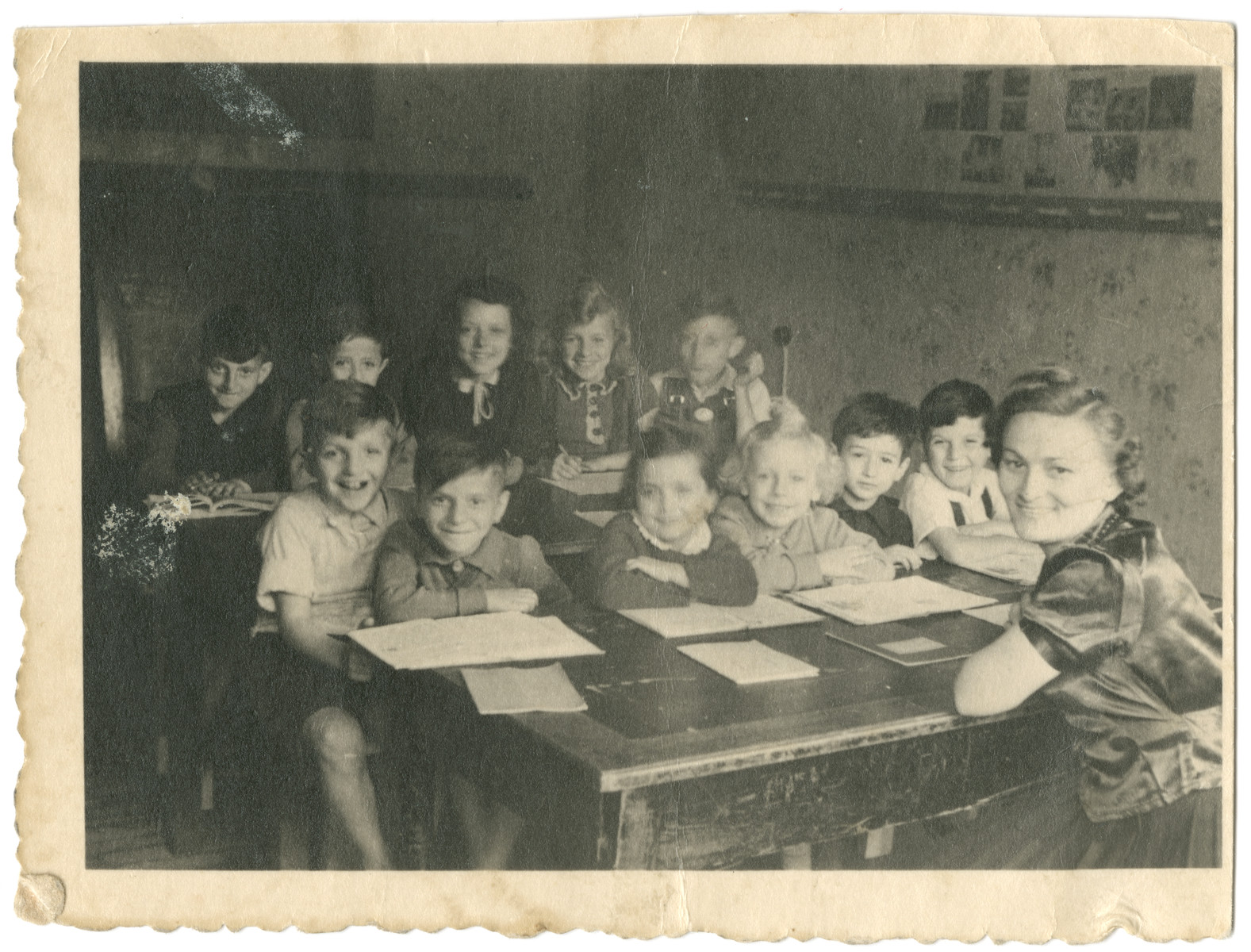 Photograph of an elementary school class in the Schlachtensee displaced persons camp.  Among the children is Benny Rubinstein.