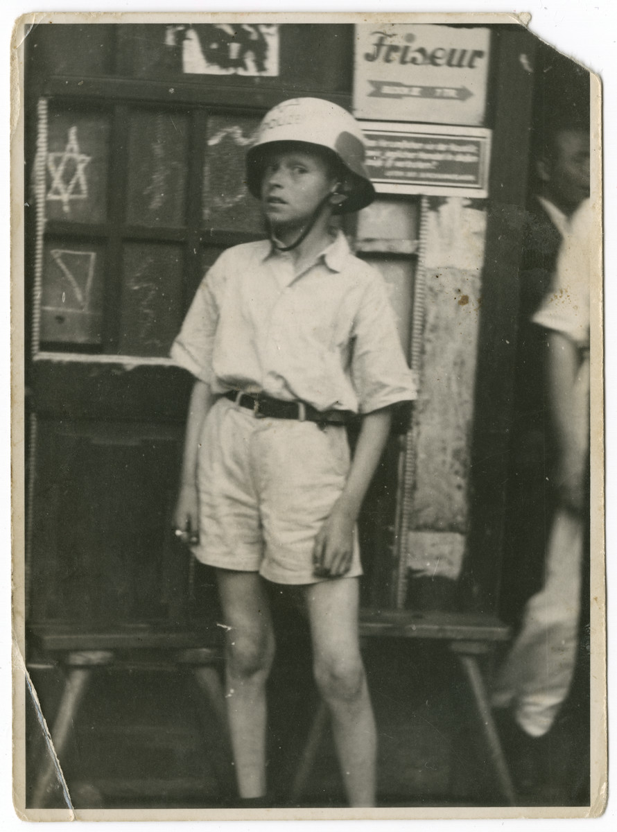 Nathan Rubinstein dresses up as a policeman in the Schlachtensee displaced persons camp.