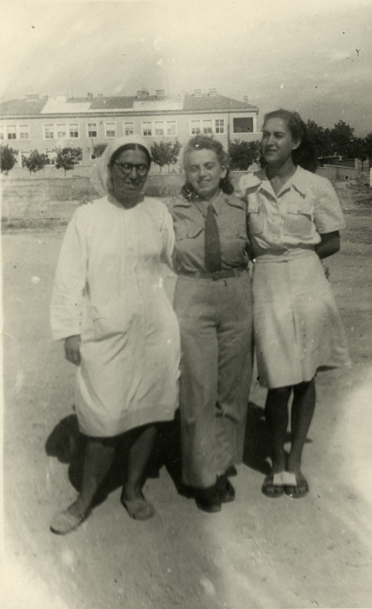 Blanka Zitzer poses with two nurses during her time with the partisans.