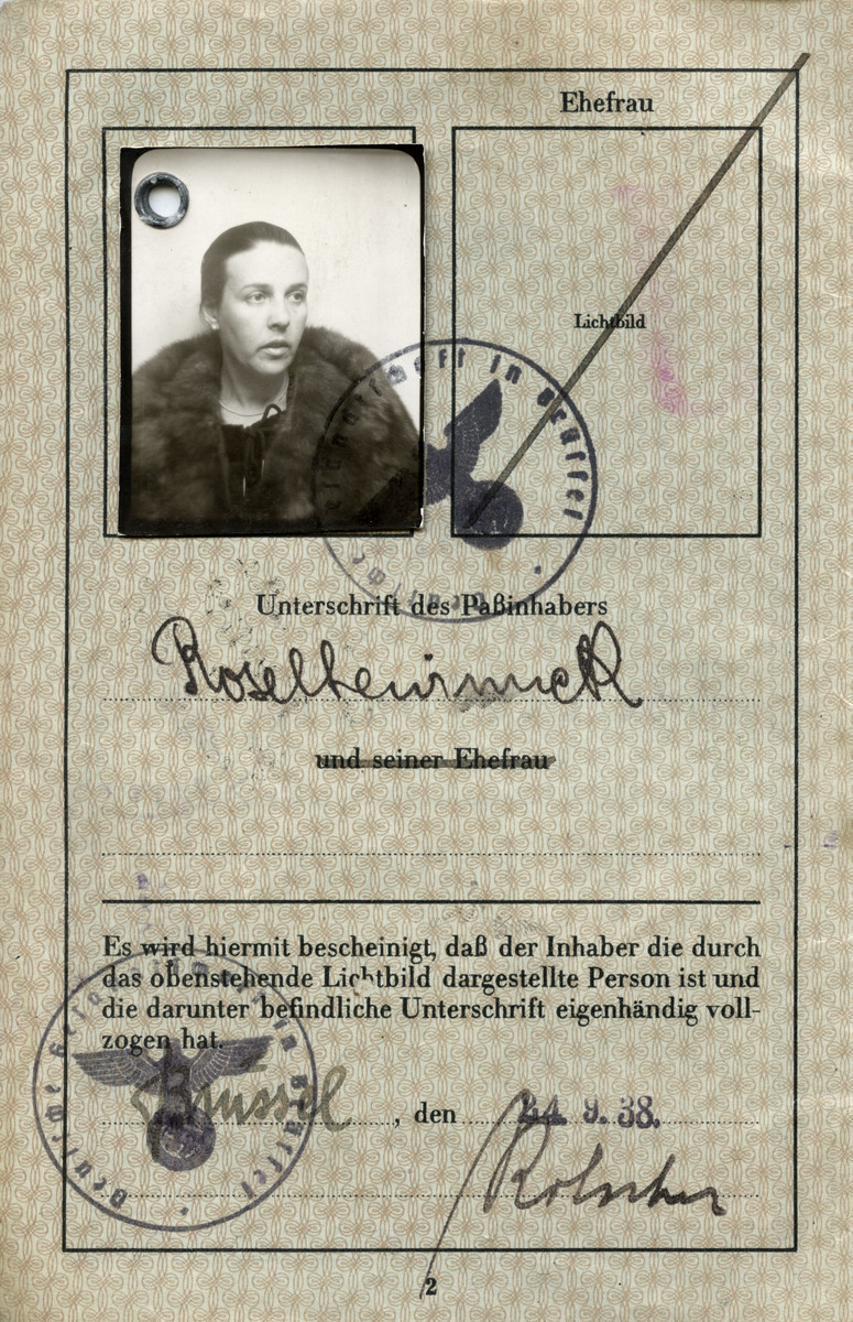 Interior page of the passport issued to Rosa Lewinnek in the German embassy in Belgium.