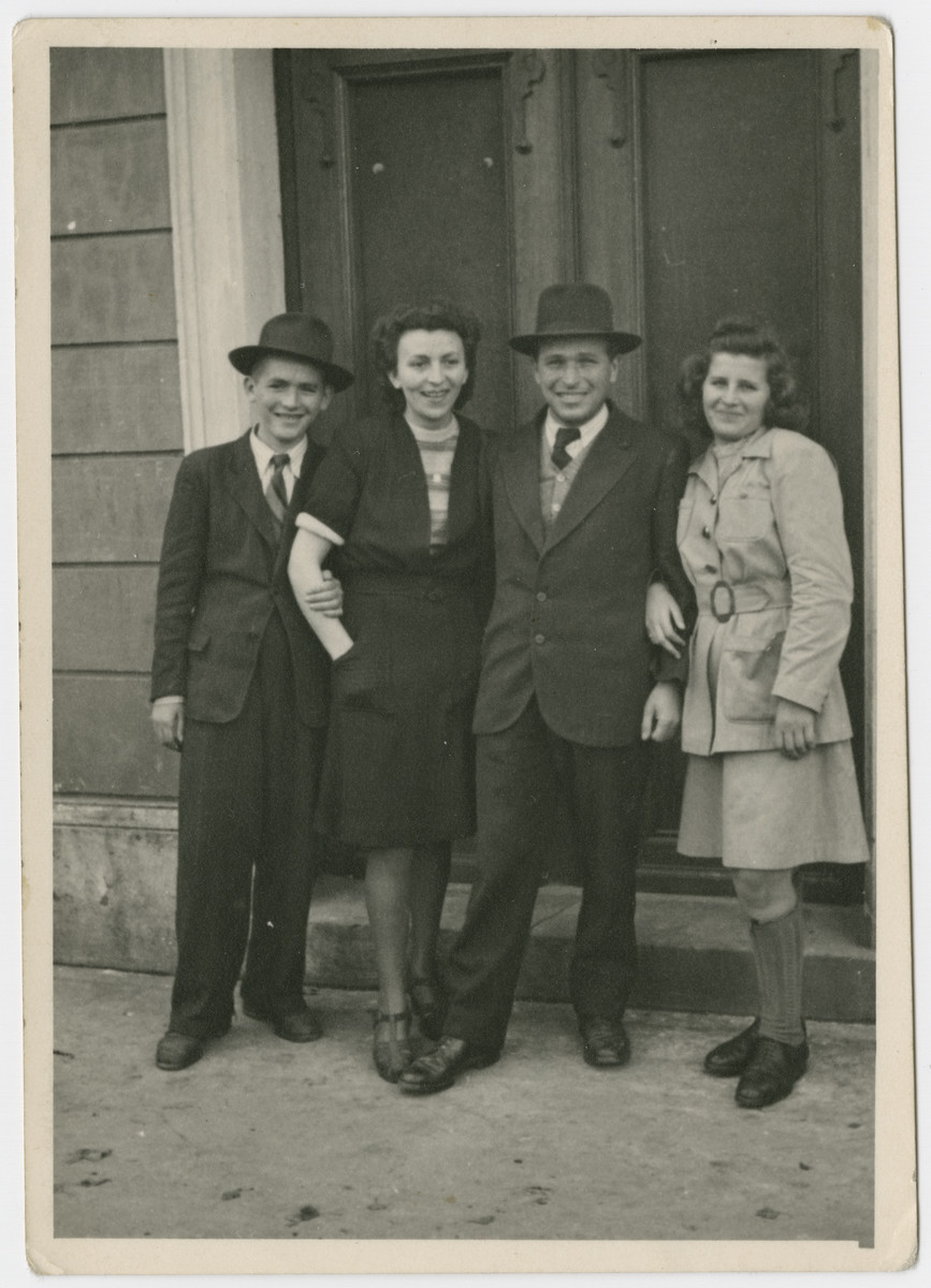 Portrait of four siblings from Kusnice.  Pictured from left to right Eugene Friedman, his oldest sister Ruchie ( Rochel, later Halpert) , his older brother Jacob (Sruli) Friedman, and Rivchu (Rivka, later Gross).