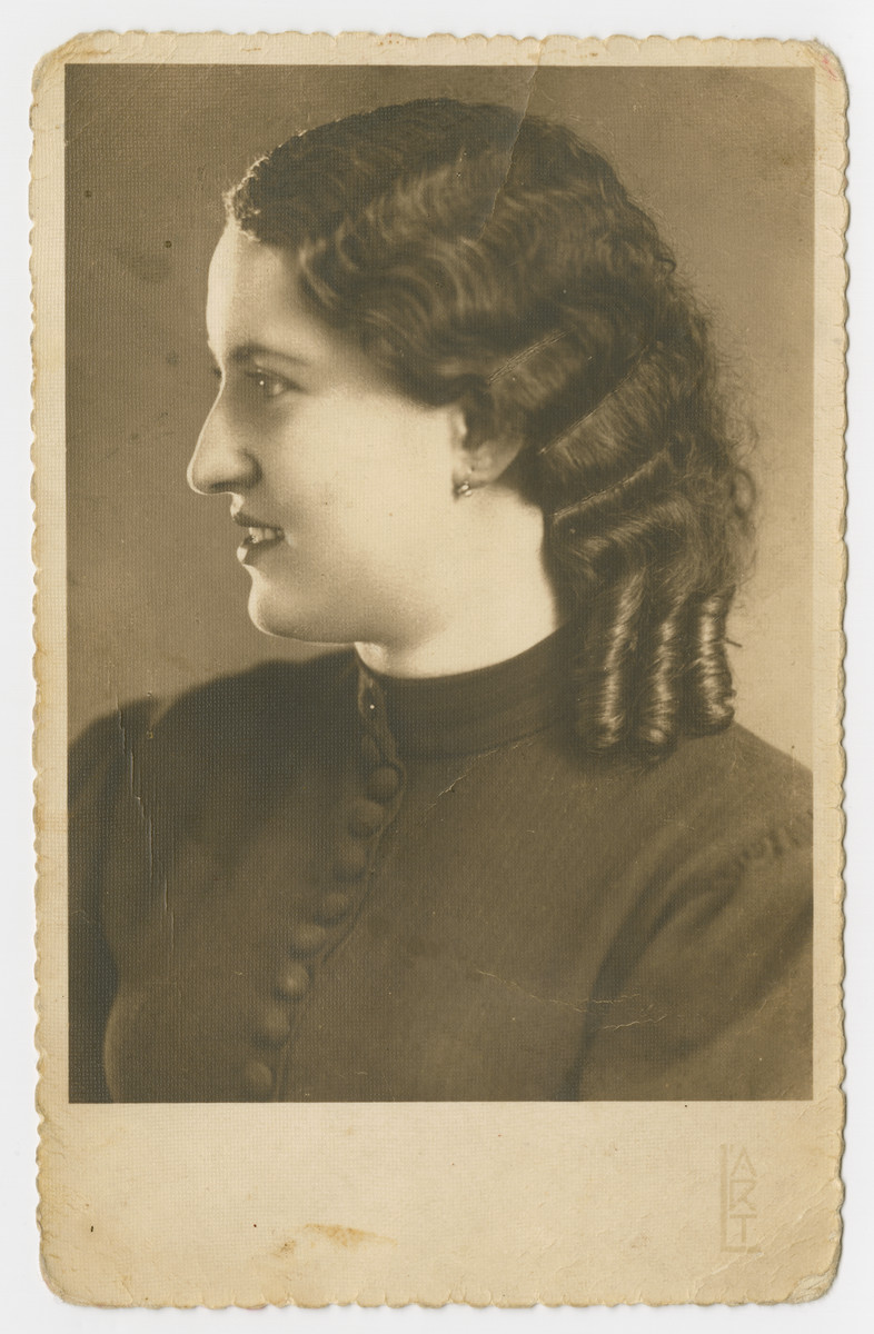 Studio portrait of Margaret Seelfreund, the donor's sister.