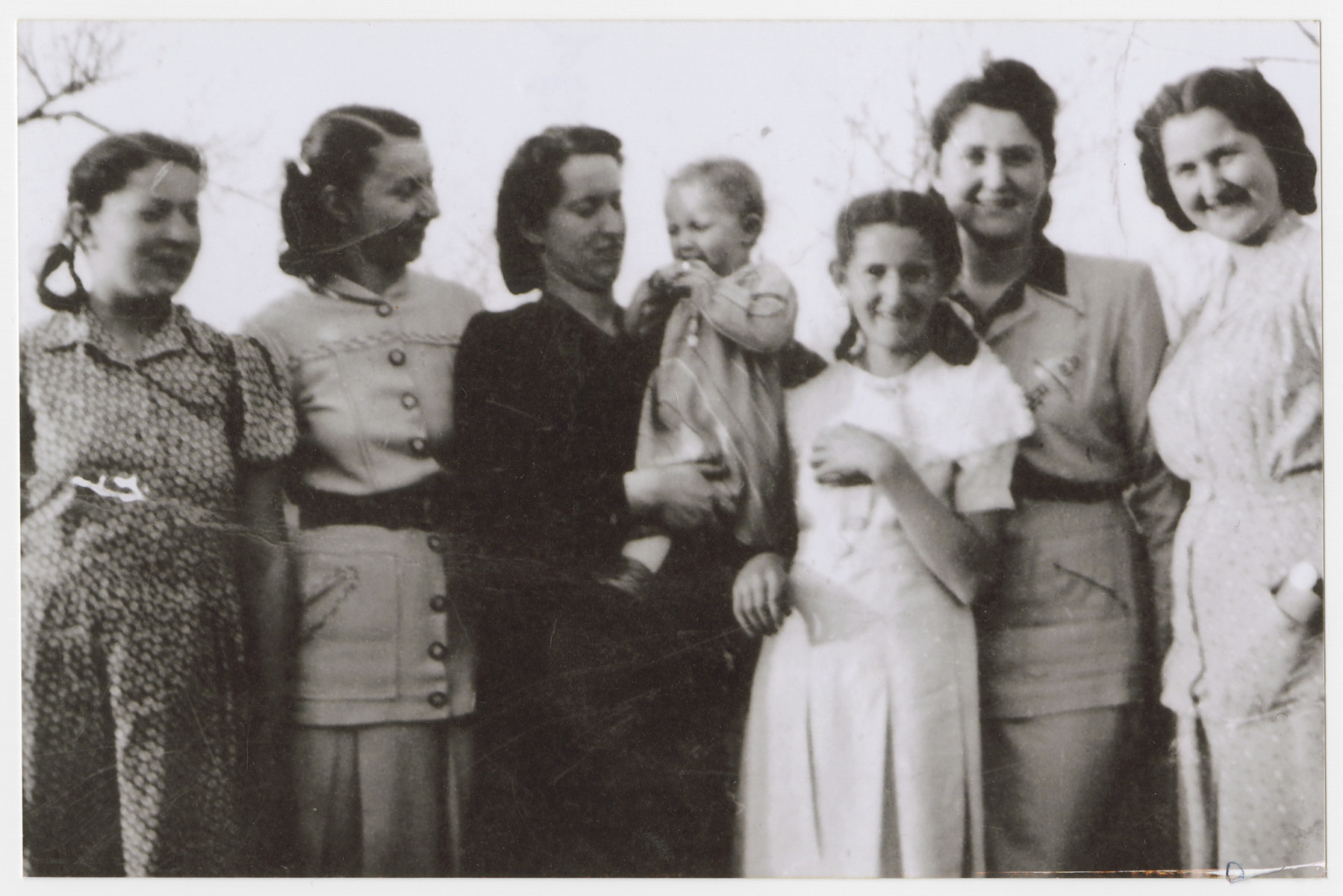 Group portrait of the Seelfreund sisters: Clara, Elizabeth, Maragaret, her daughter Suzanne, Violet, Anna, and Gisela..