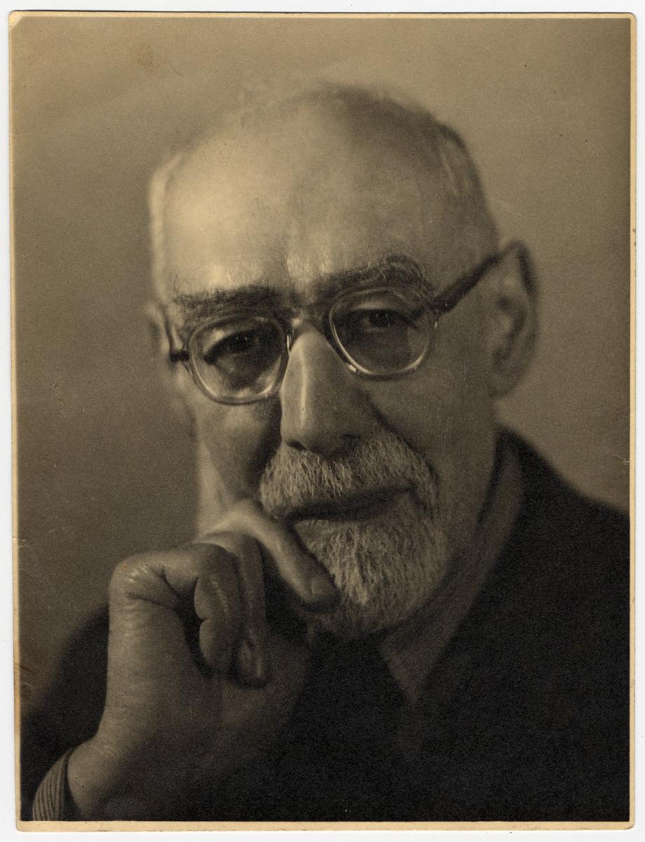 Studio portrait of Rabbi Leo Baeck.