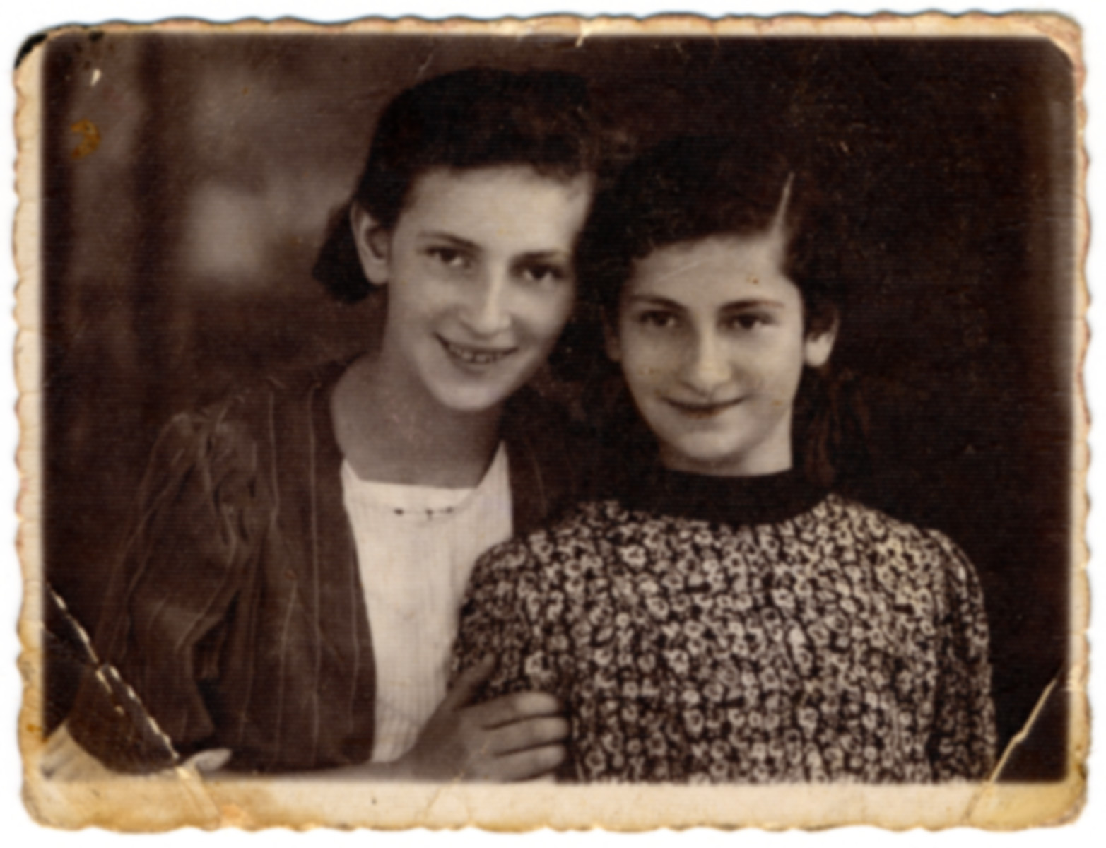 Two Polish Jewish sisters pose for a photograph.  Pictured are Sala and Sima Slomnicki.