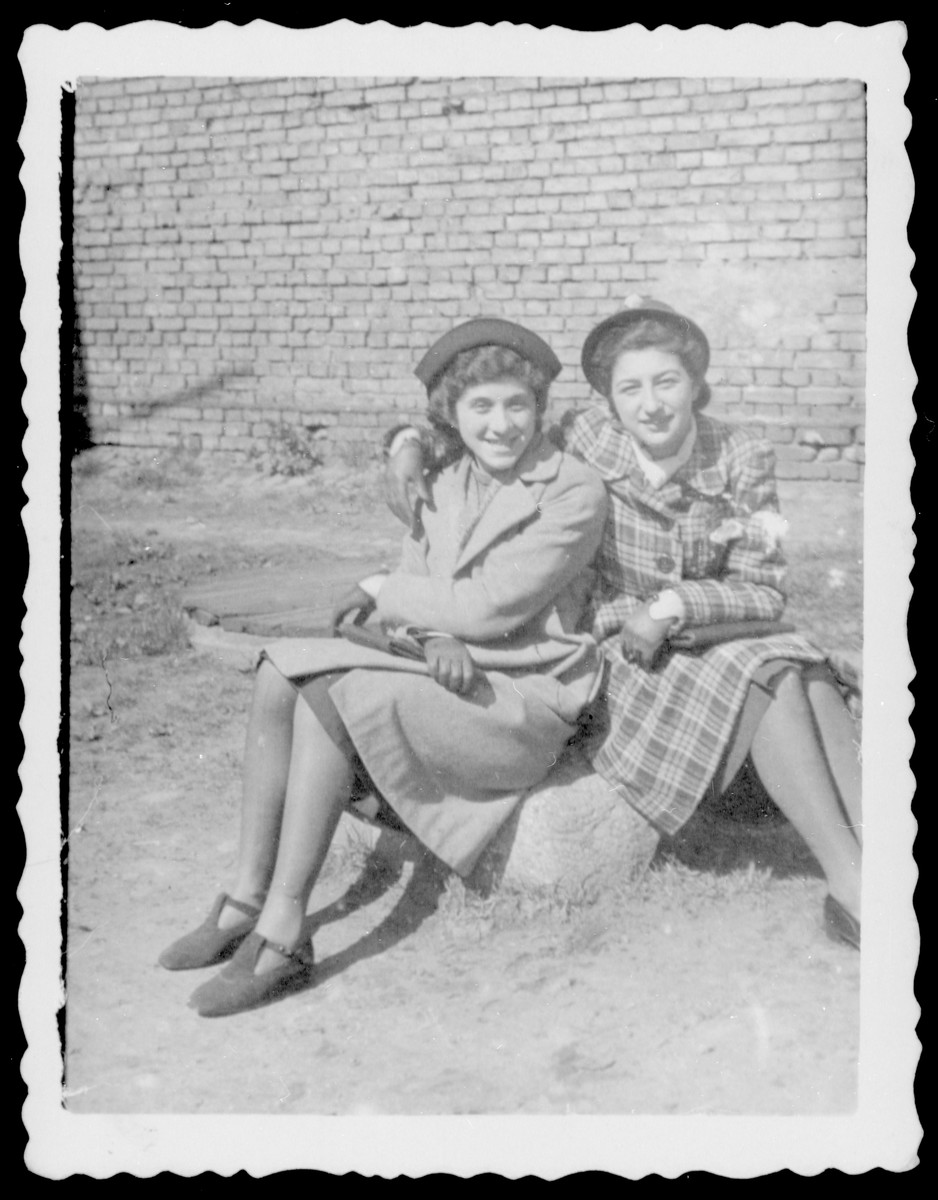 Portrait of Chaya Growoska and a friend in Bialystok.  The photo is inscribed to the donor from her sister.  Chaya later perished in the Holocaust.