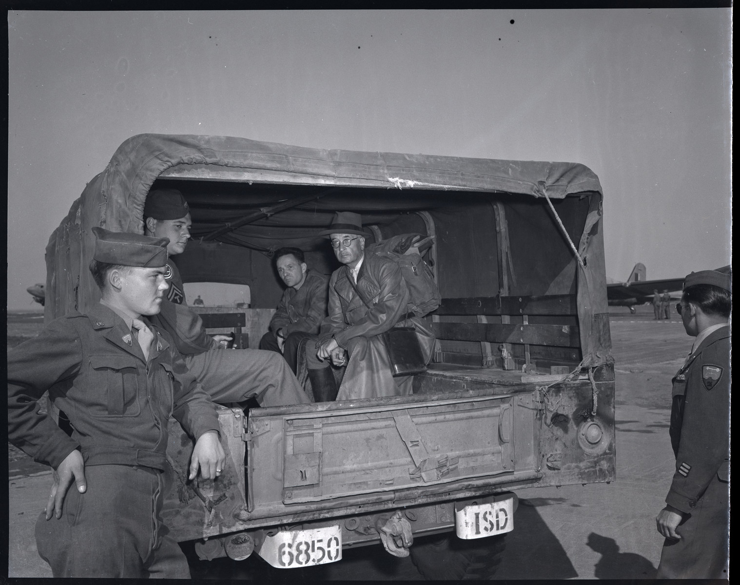 Former Auschwitz Commandant Rudolf Hoess and Kurt von Burgsdorff are transported in shackles by American soldiers.  Hoess served as a a defense witness for Ernst Kaltenbrunner and then was handed over to Polish authorities to stand trial in Poland.