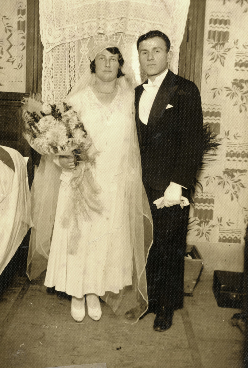 Wedding portrait of Leah Temple and Heinrich Hammer.