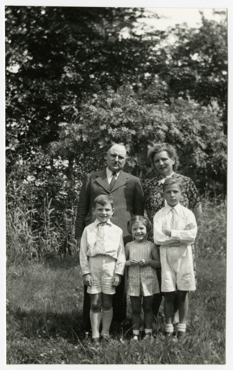 Wartime portrait Belgian rescuers Pierre and Marie-Josephe Dinq and their three children, Jean-Pierre, Marcq and Marie-Ghislain..