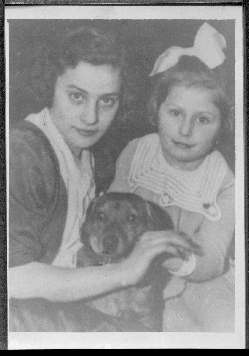 Close up portrait of Estusia Wajcblum and her younger cousin Janka Jaglom (later Machness, later Milo).