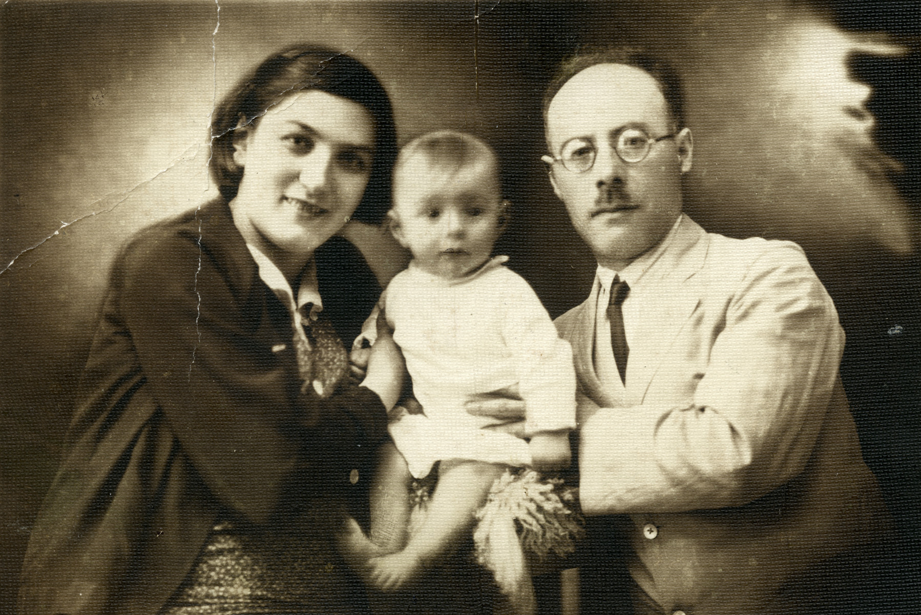 Raul with his parents Paula and Joseph Teitelbaum.