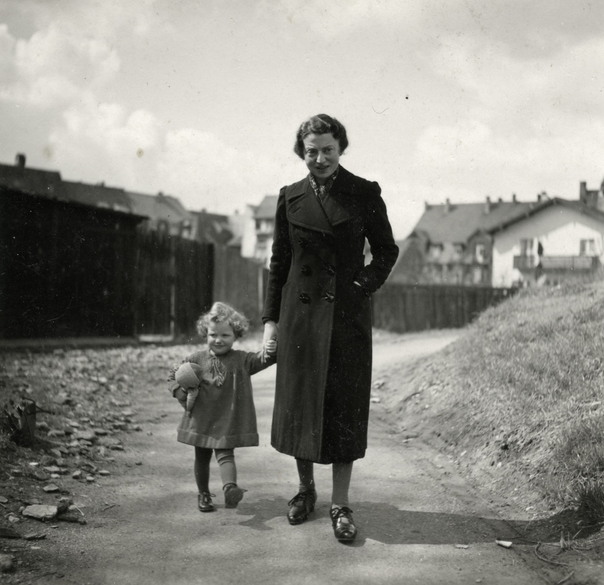Ruth Reutlinger and her mother, Elsa Reutlinger, go for a walk.