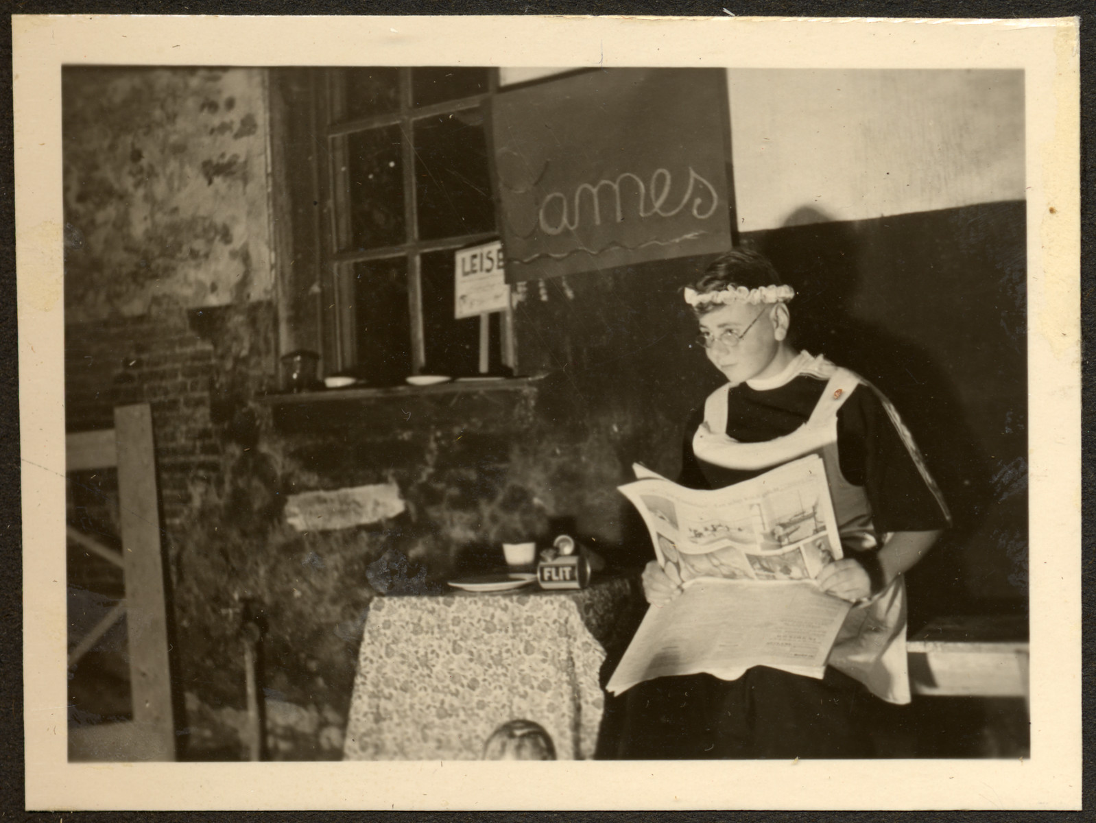 A young boy, perhaps a German-Jewish refugee, performes in a play at a Quaker boarding school in Eerde.