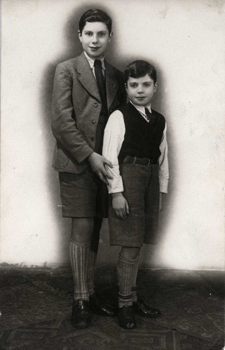 Studio portrait of Fritz (Shlomo) Reutlinger and his younger brother Erich.  Erich perished in the Holocaust.