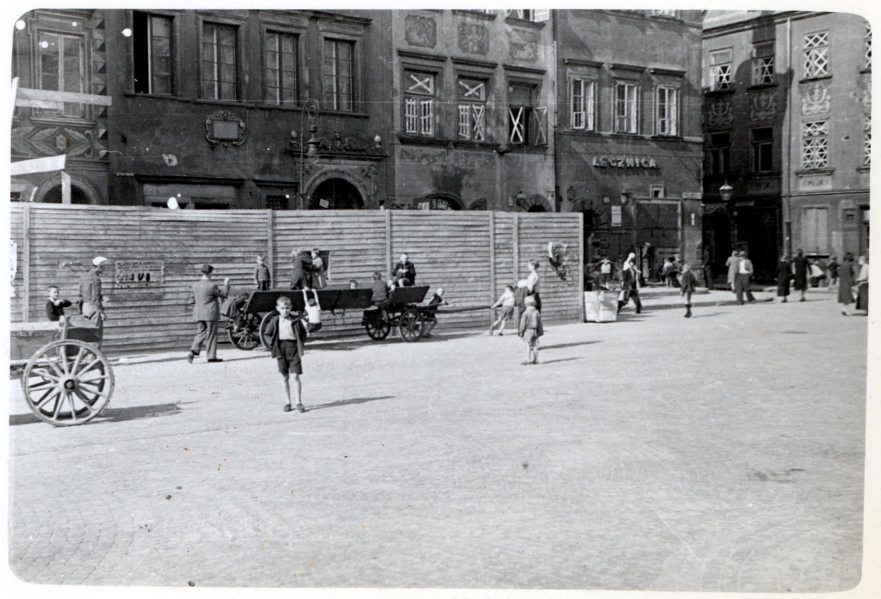 A street scene from besieged Warsaw.