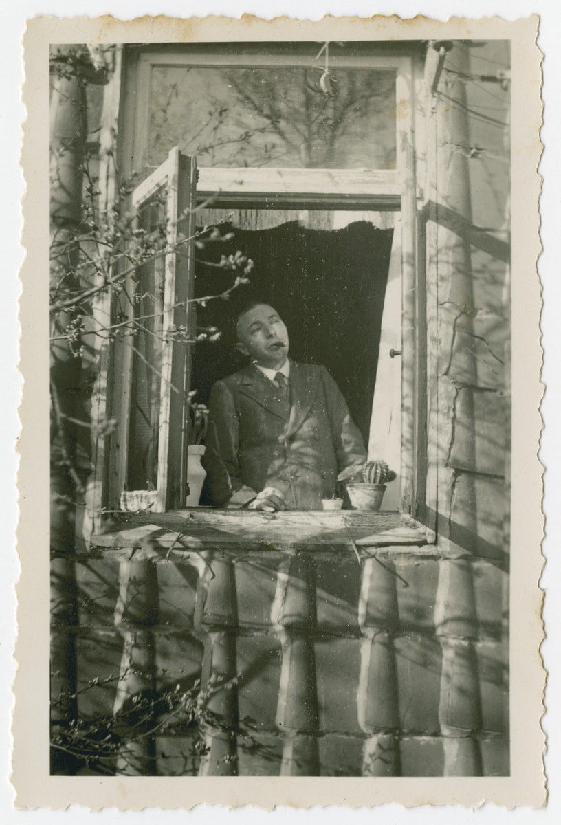 Arthur Kleeblatt looks out the window of his home.  Arthur (b.  1896 in Braunschweig) was physically handicapped from birth. In 1942 he was deported to Theresienstadt where he died.