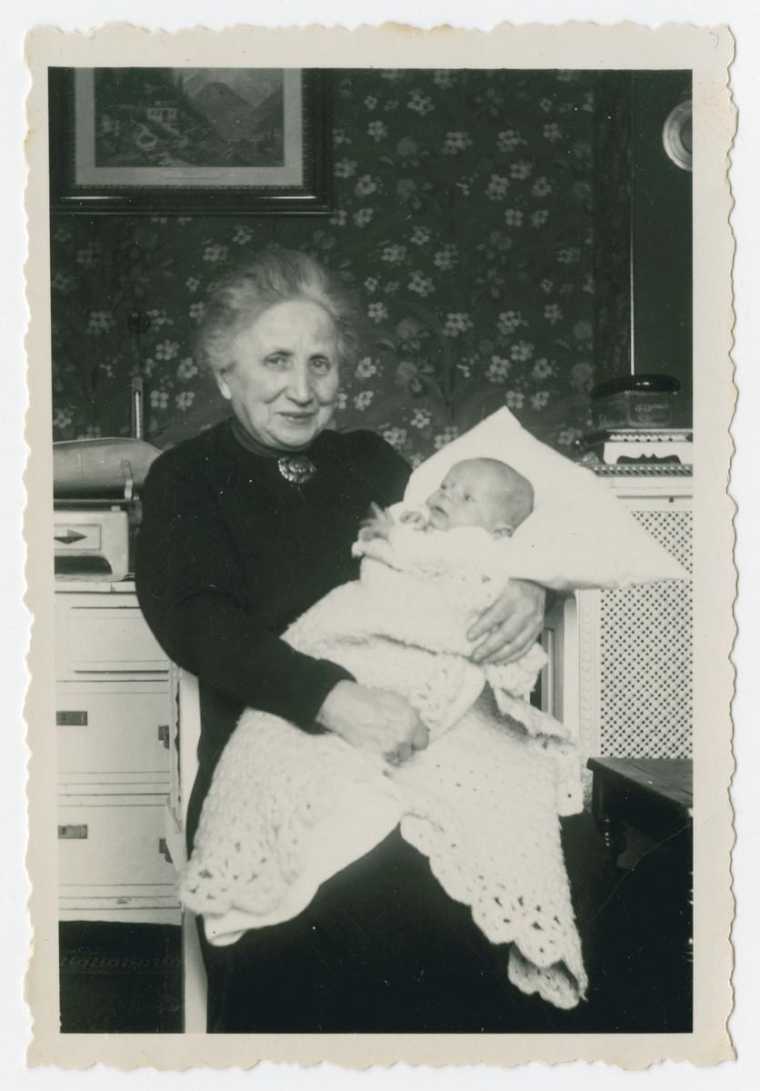 Helene Kleeblatt holds her newborn grandson Werner Hirsch.