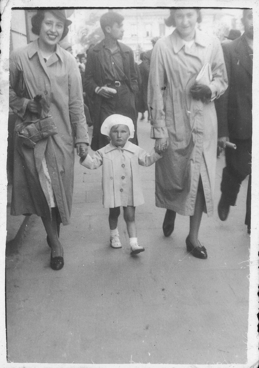 Itta Willenberg walks down a street in Warsaw with her baby sister Tamara.  Her friend, the daughter of Rabbi Treisman from Lodz is on the right.