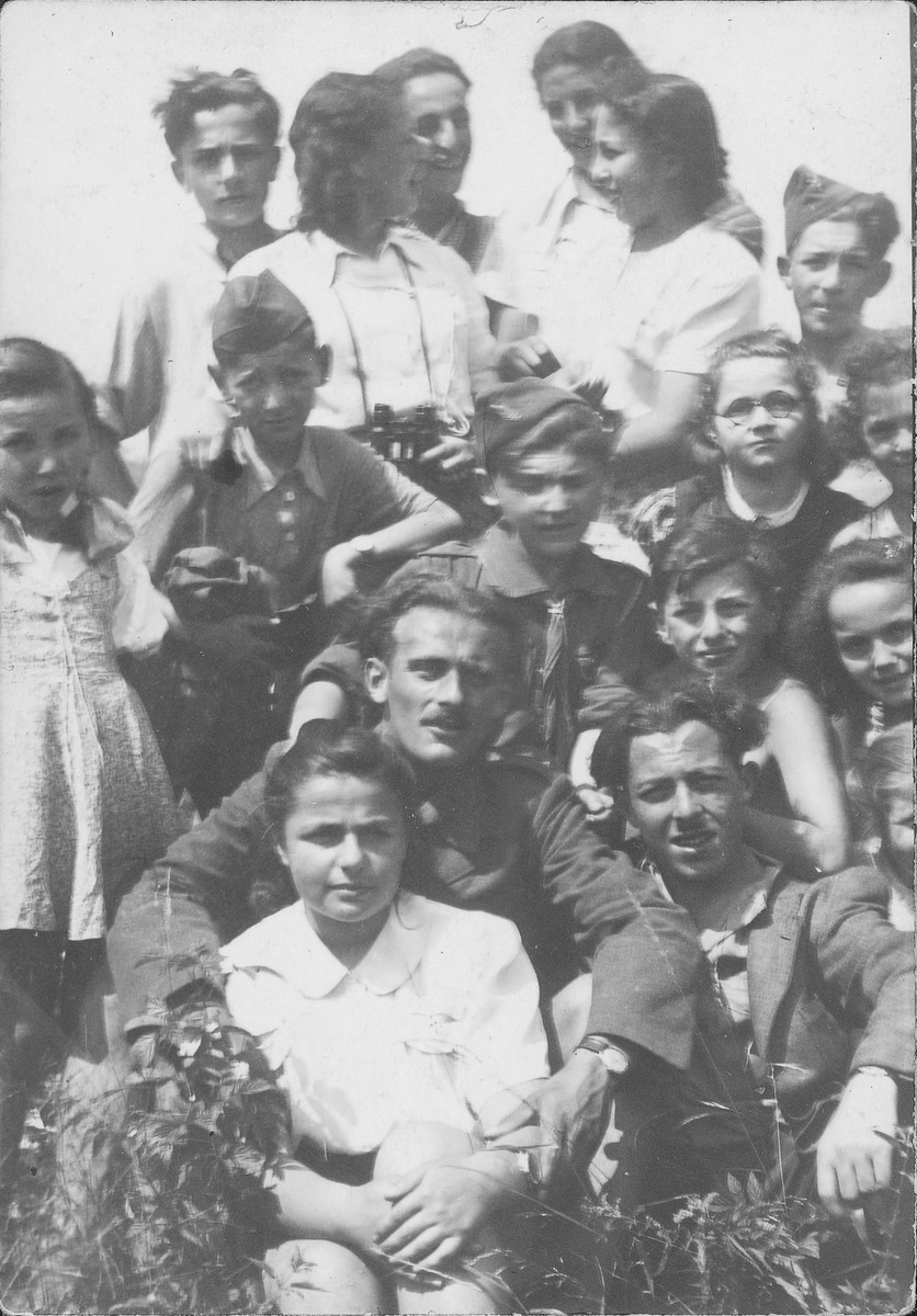 Shmuel Willenberg (pictured center, with mustache and army clothes) poses with a group of young survivors.