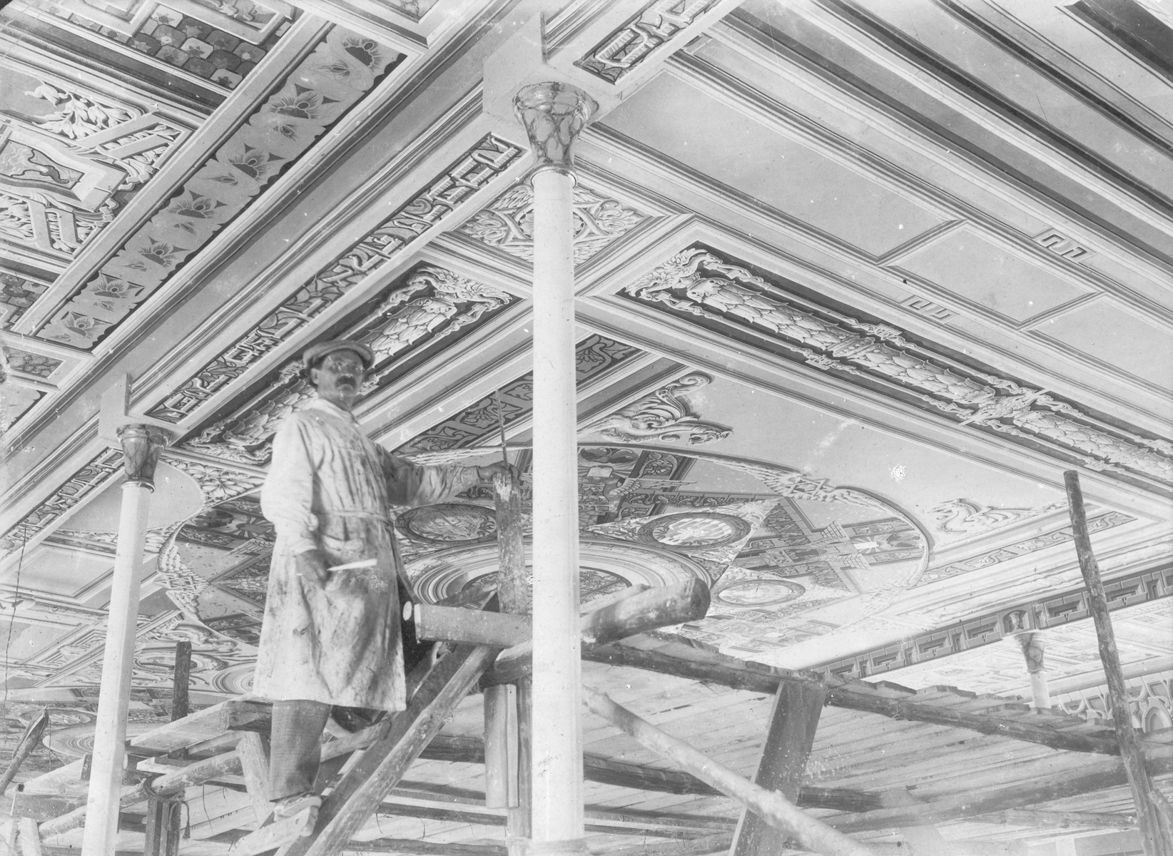 Perec Willenberg paints a ceiling mural in the old synagogue in Czestochowa.