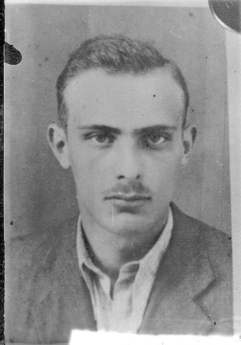 Portrait of Shmuel Willenberg taken prior to being sent to Treblinka.