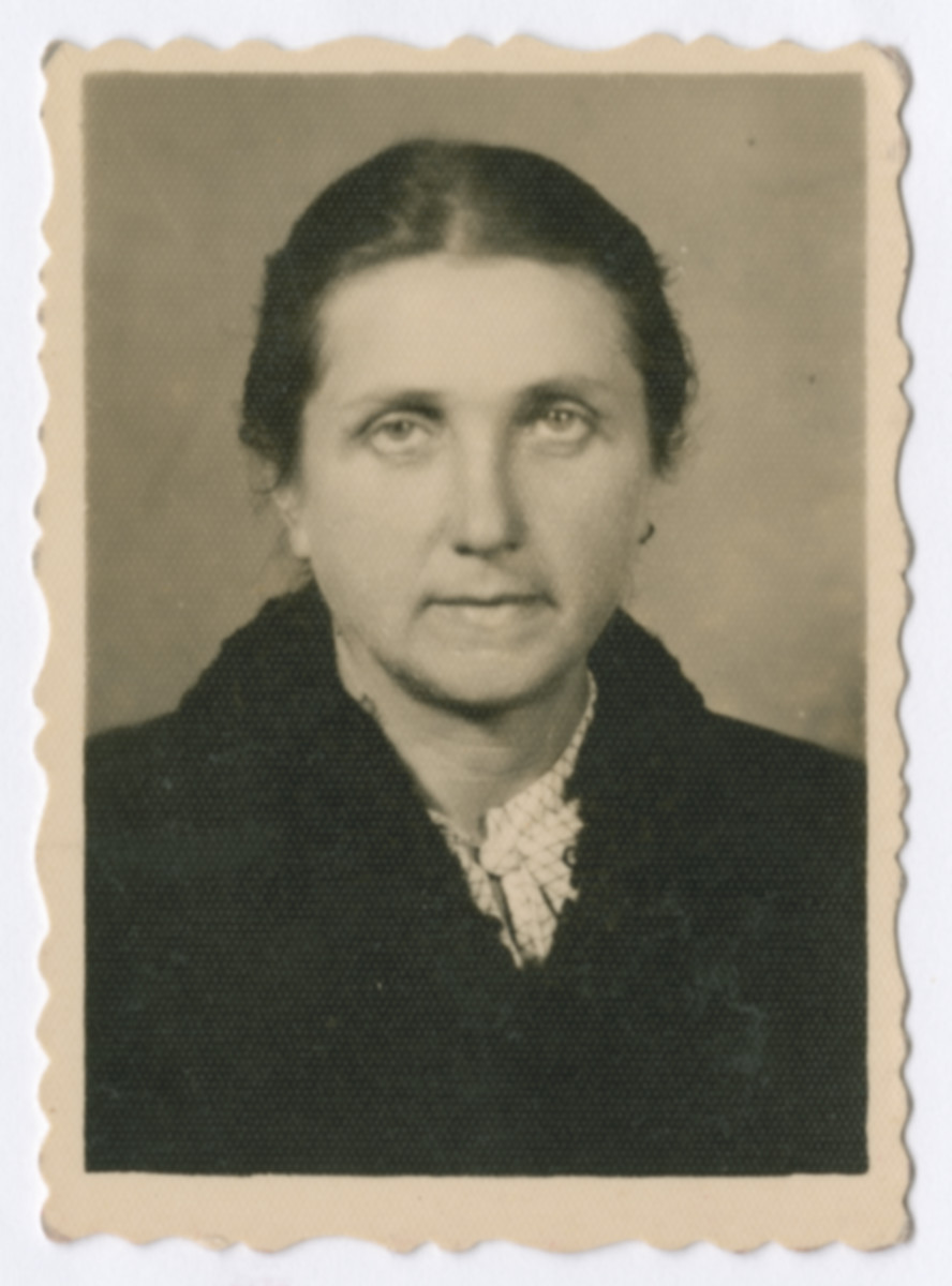 Studio portrait of Pauline Zellner Rothblum, a Polish Jewish woman who was smuggled from Poland into Slovakia and then Hungary through the Kalb rescue network.