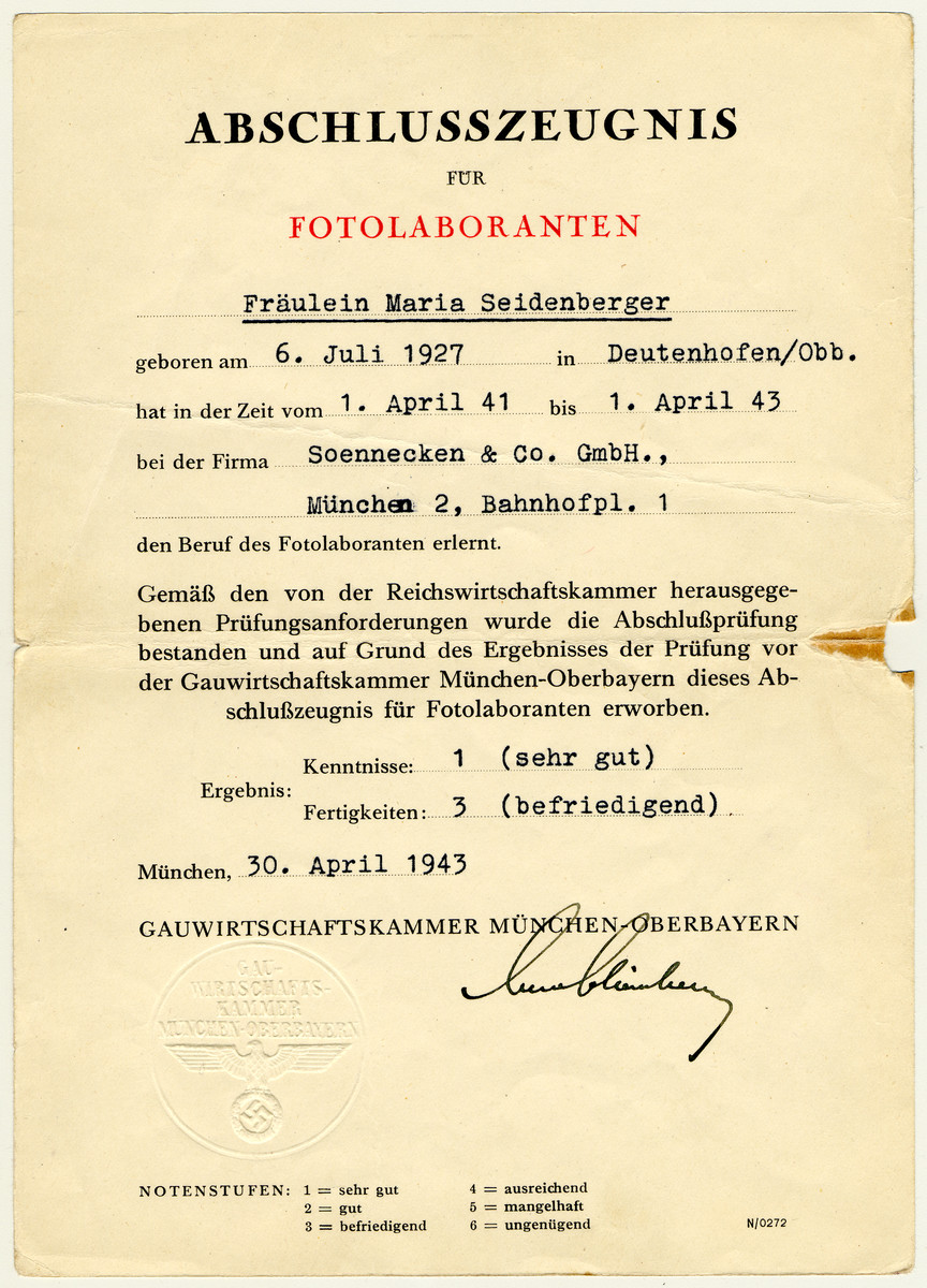 Diploma issued to Maria Seidenberger for the completion of a photo laboratory course.