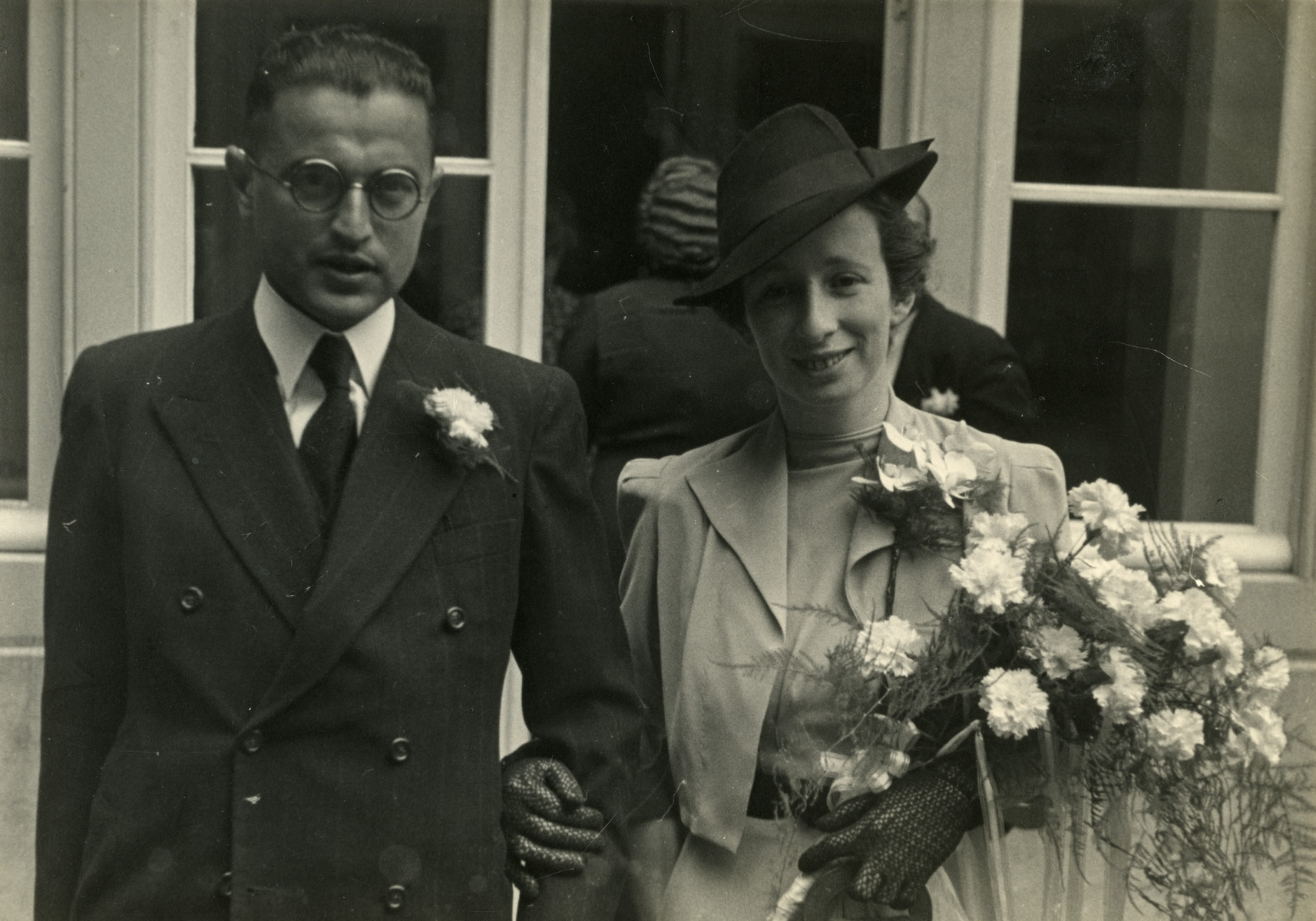 Wedding portrait of Harry van Geuns and Beppy (Elisabeth) van den Bergh.