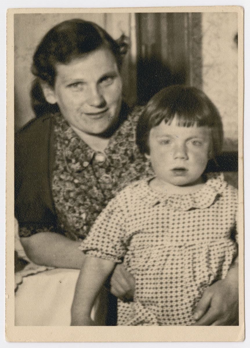 Portrait of Zisel Katz and her daughter sent to her cousins the Newmans in America.