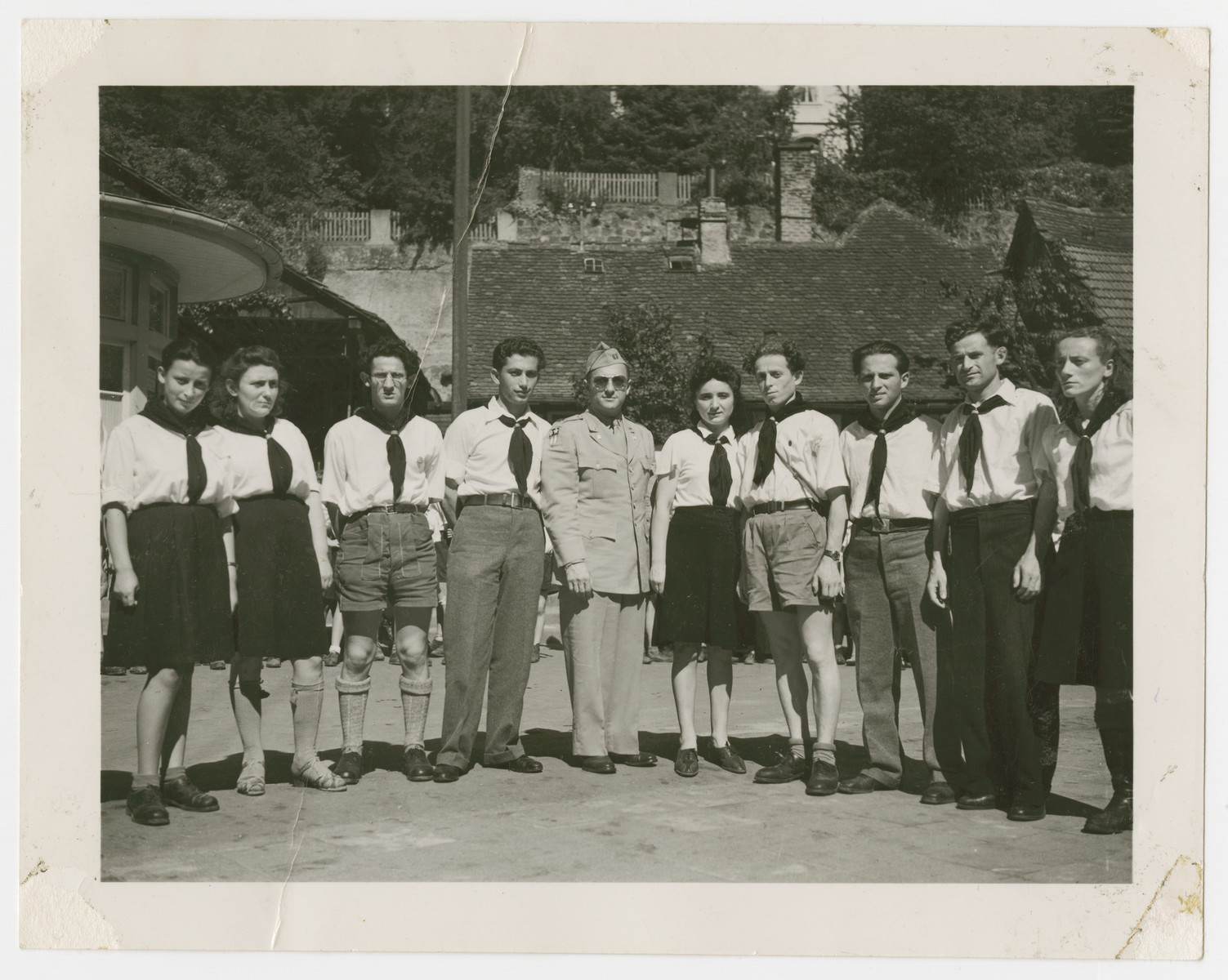 Zionist youth pose with Jewish Army chaplain, Rabbi William Dalin, in the Zeilsheim displaced persons camp.