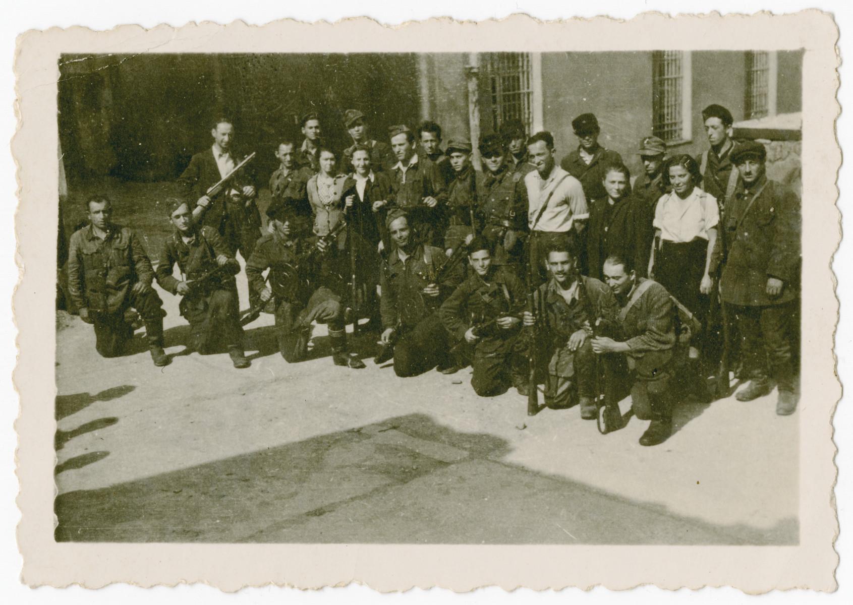 A photograph depicting members of the Fareynikte Partizaner Organizatsye (FPO), a Jewish partisan organization in Vilnius during the war.