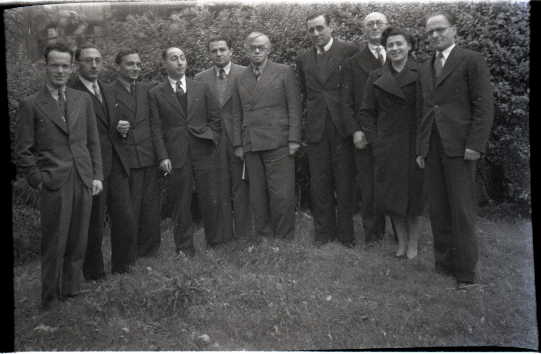 Vladimir Jabotinsky (center) meets with other Revisionist Zionists in London.