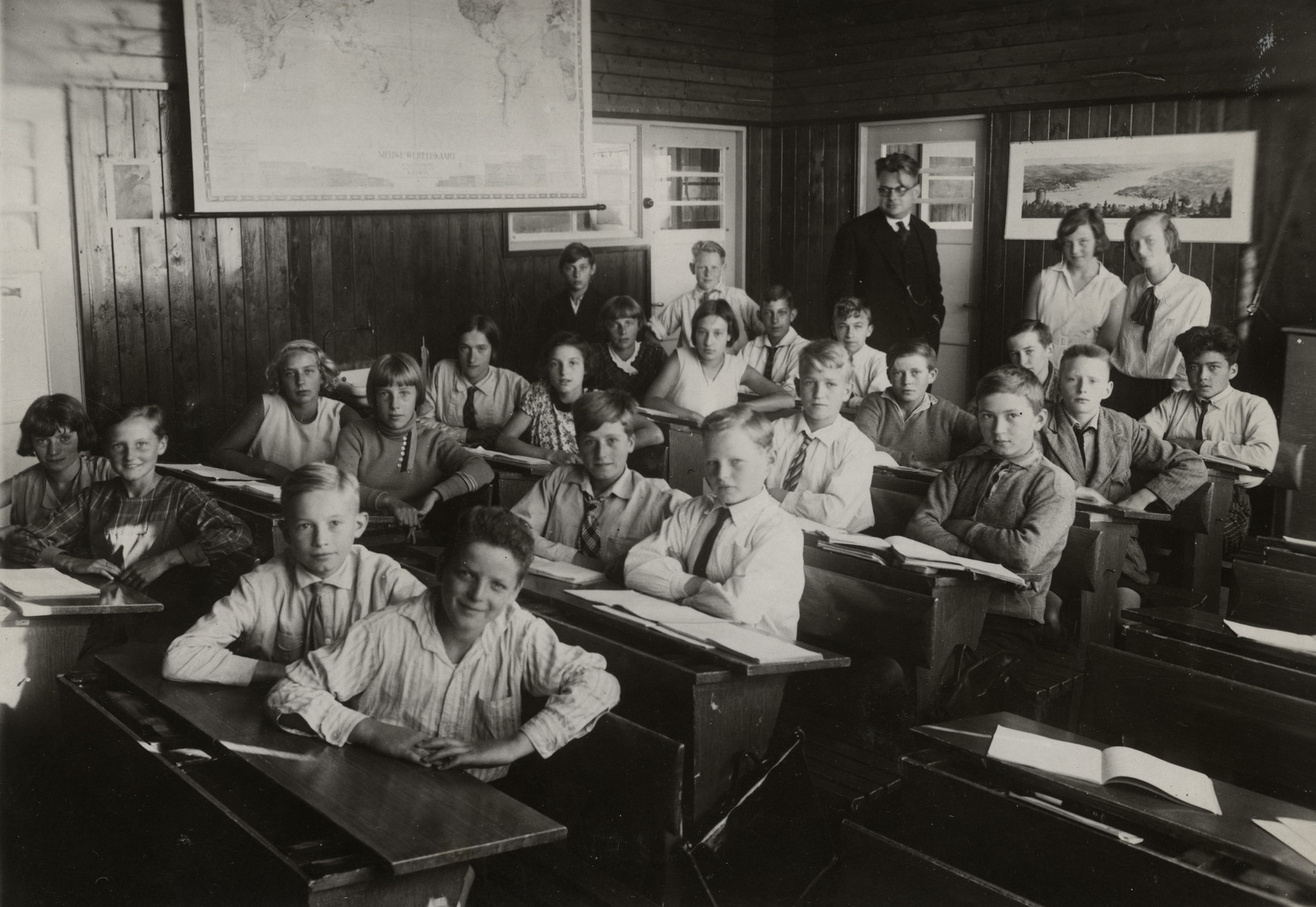 Students pose at their desks in a classroom of a Dutch high school.  Among those pictured is Samuel (Samu) Kok, first row, right.