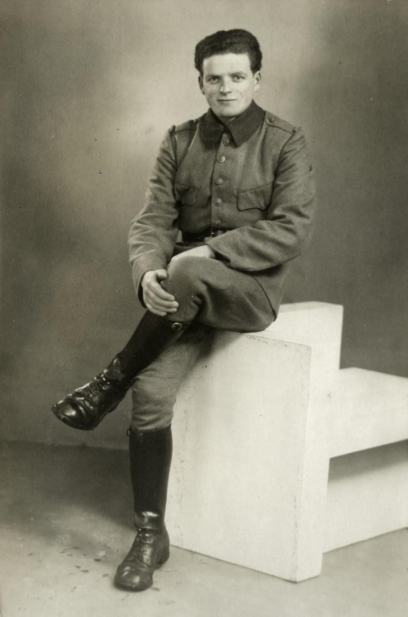 Studio portrait of Samuel (Samu) Kok in his Dutch military uniform.