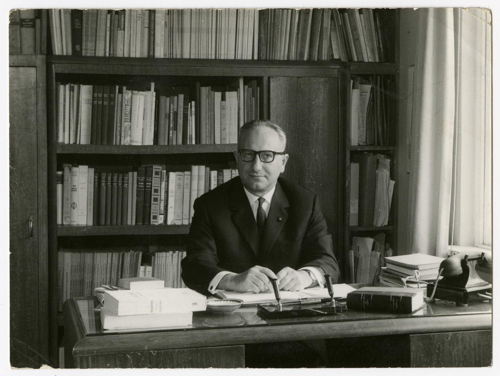 Close-up portrait of Chaim Perelman sitting at his desk.