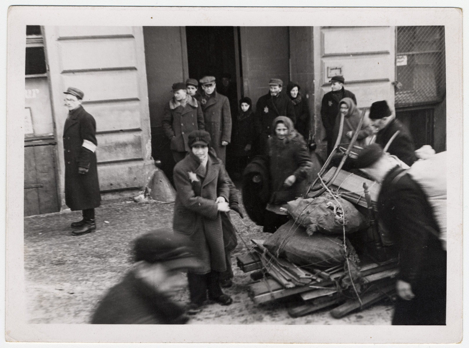 Jews haul their belonging into the Lodz ghetto.