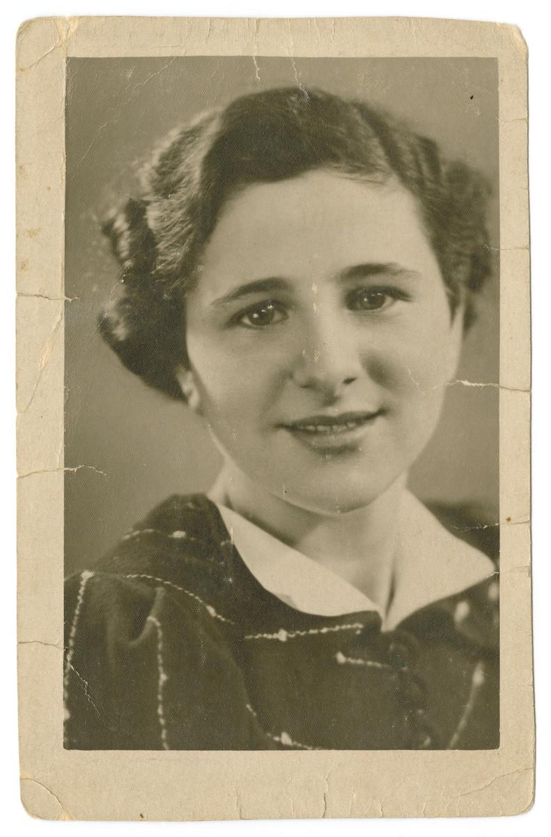 Studio portrait of sixteen-year-old Lena Kropveld.