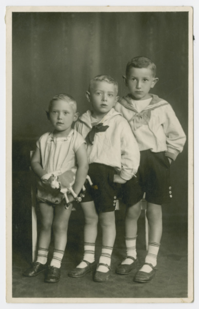 Studio portrait of thee brothers Nachman, Baileh and Baruch, cousins of Hanna Bratman.  All three probably perished in the Holocaust.