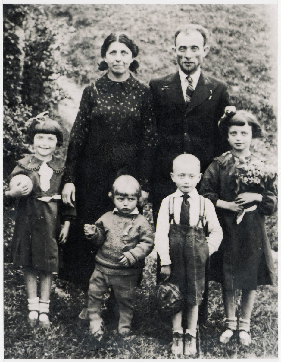 Prewar portrait of the Ejnes family in Wojslawice.  Pictured are Hanna and Moshe Shmuel Ejnes and their children Nechama, Zvi, Shraga and Miriam.