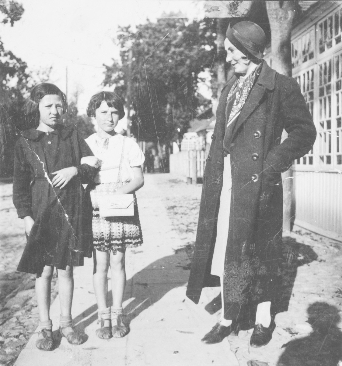 Niusia and Rywa Gordon pose with their aunt on a street in Swieciany.