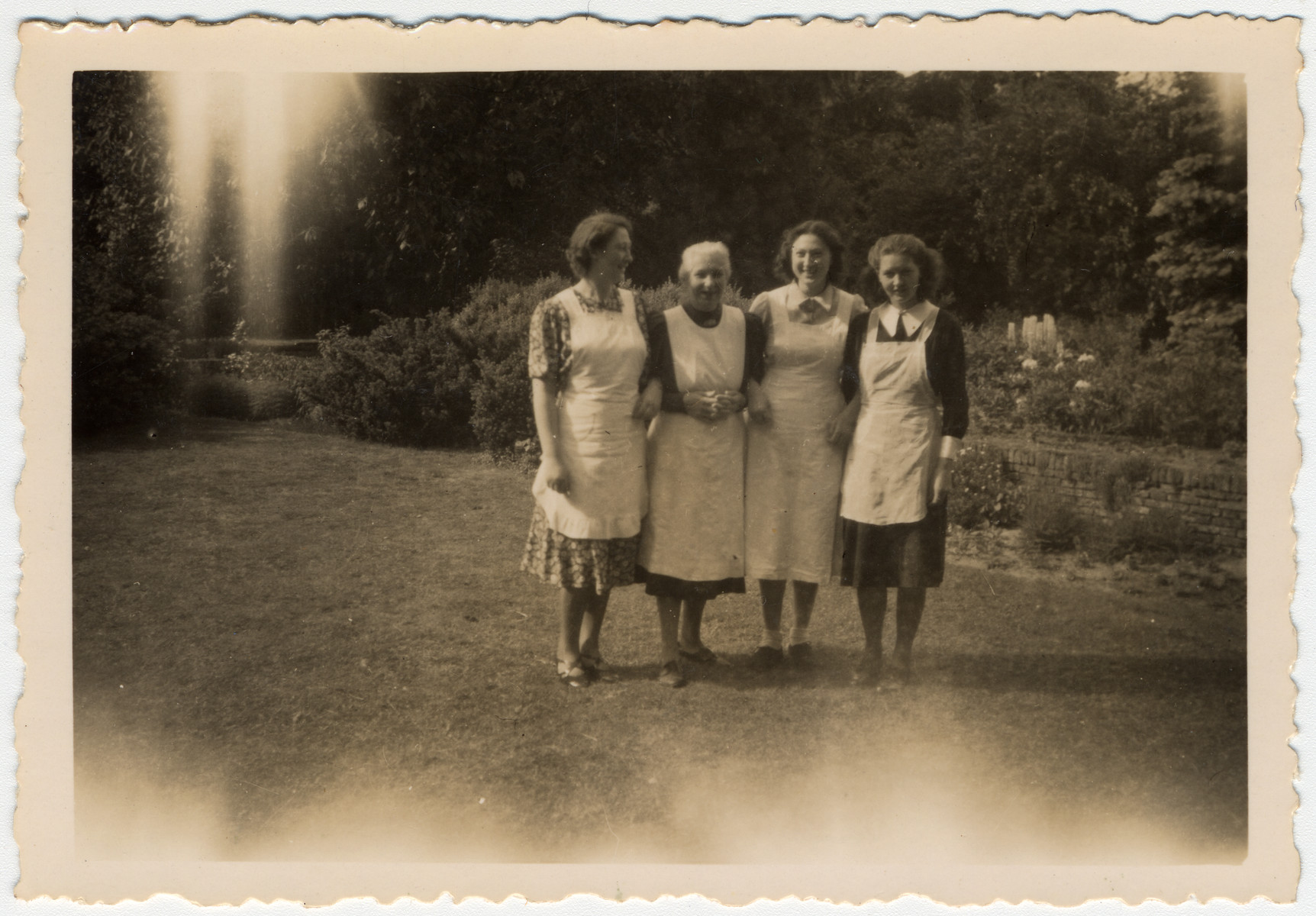 Group portrait of the van Dam family prior to their going into hiding.    Pictured are Hettie, Clara, Minnie and Edith van Dam.