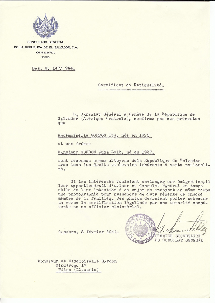 Unauthorized Salvadoran citizenship certificate made out to Ita Gordon (b. 1925) and Juda Leib Gordon (b. 1927) by George Mandel-Mantello, First Secretary of the Salvadoran Consulate in Geneva and sent to them in Vilna.
