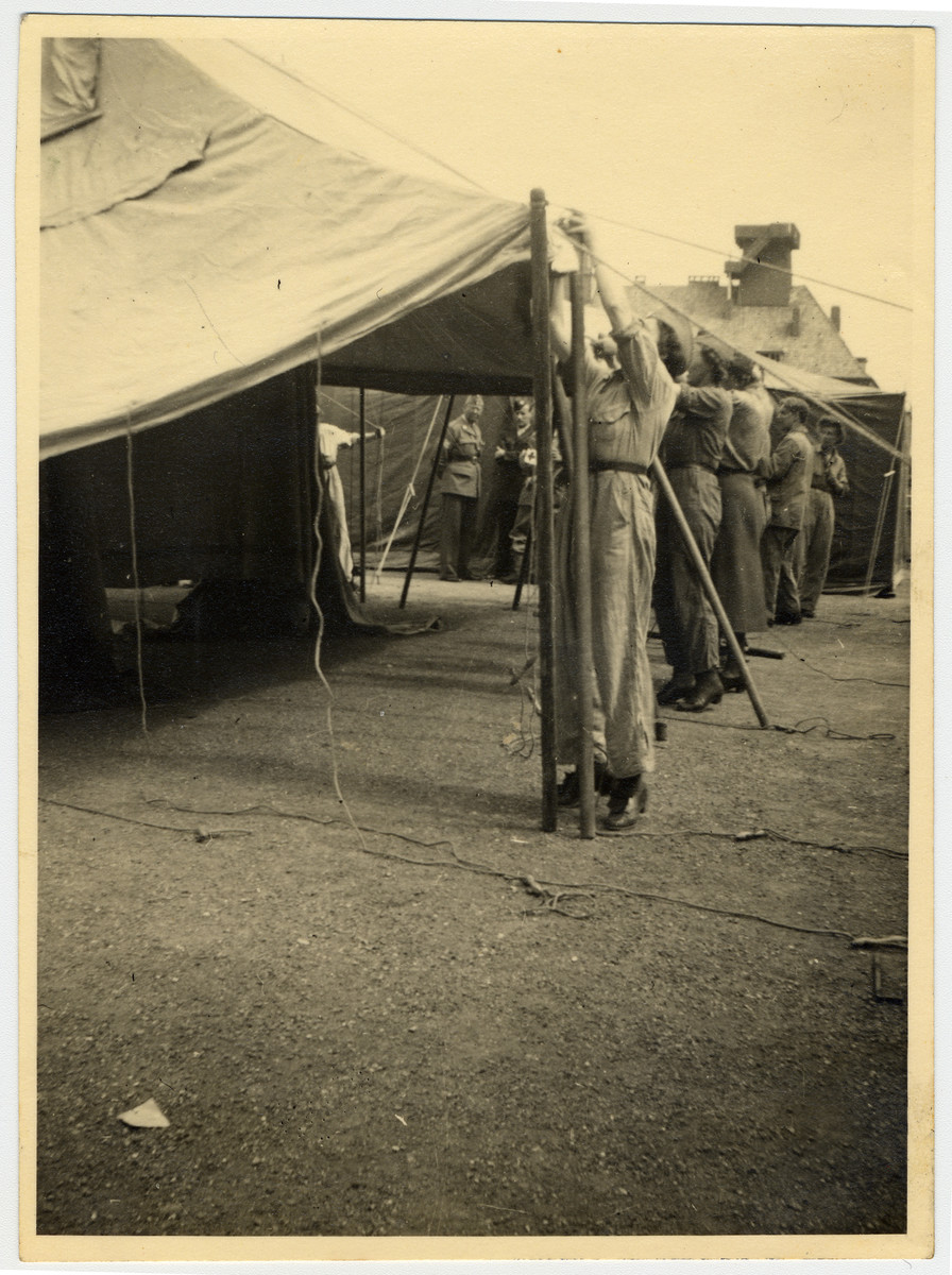 A group of people set up a relief tent in Luebeck.