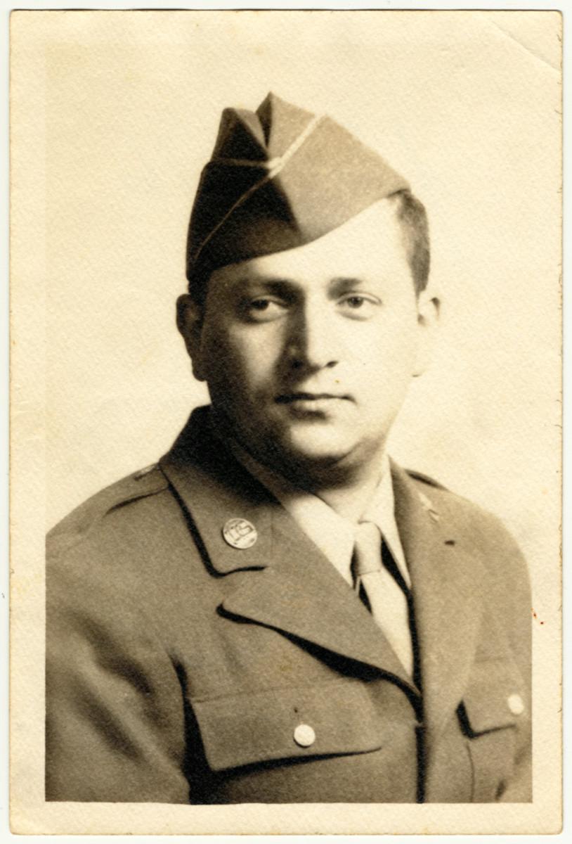 Studio portrait of Benjamin Finesmith, an American, Jewish soldier.