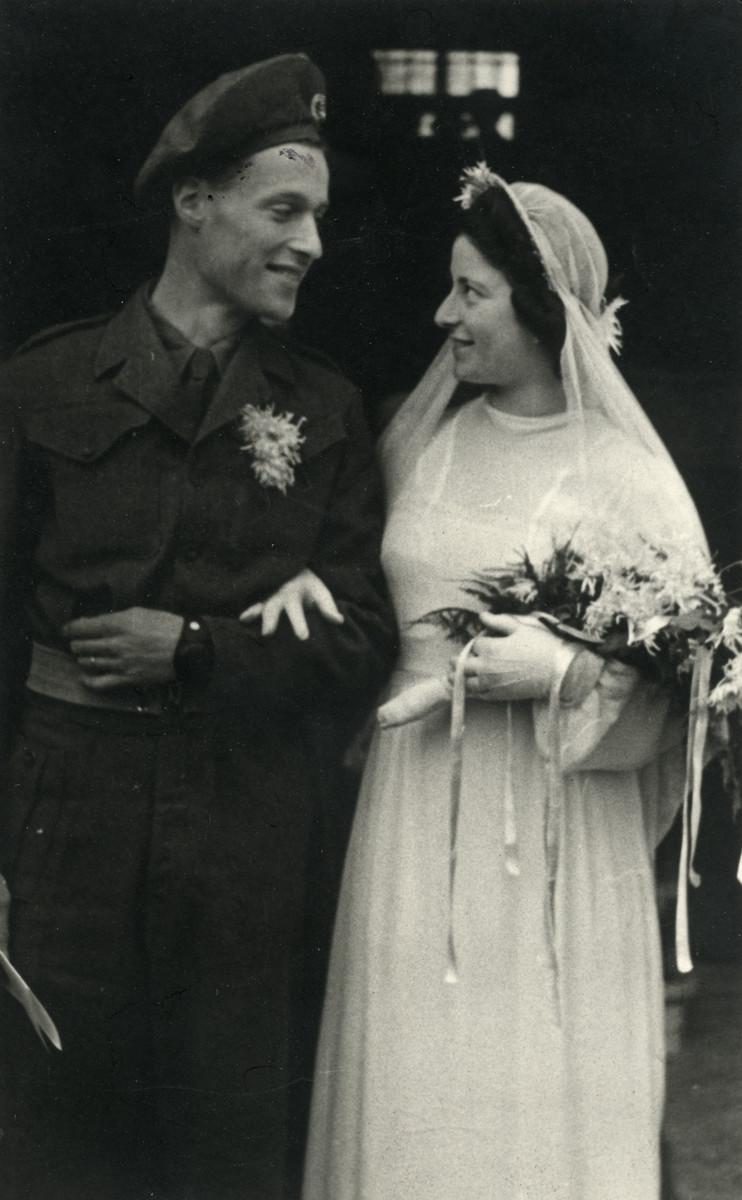 The wedding portrait of Ellis and Nathan (Elmi) Lehman.
