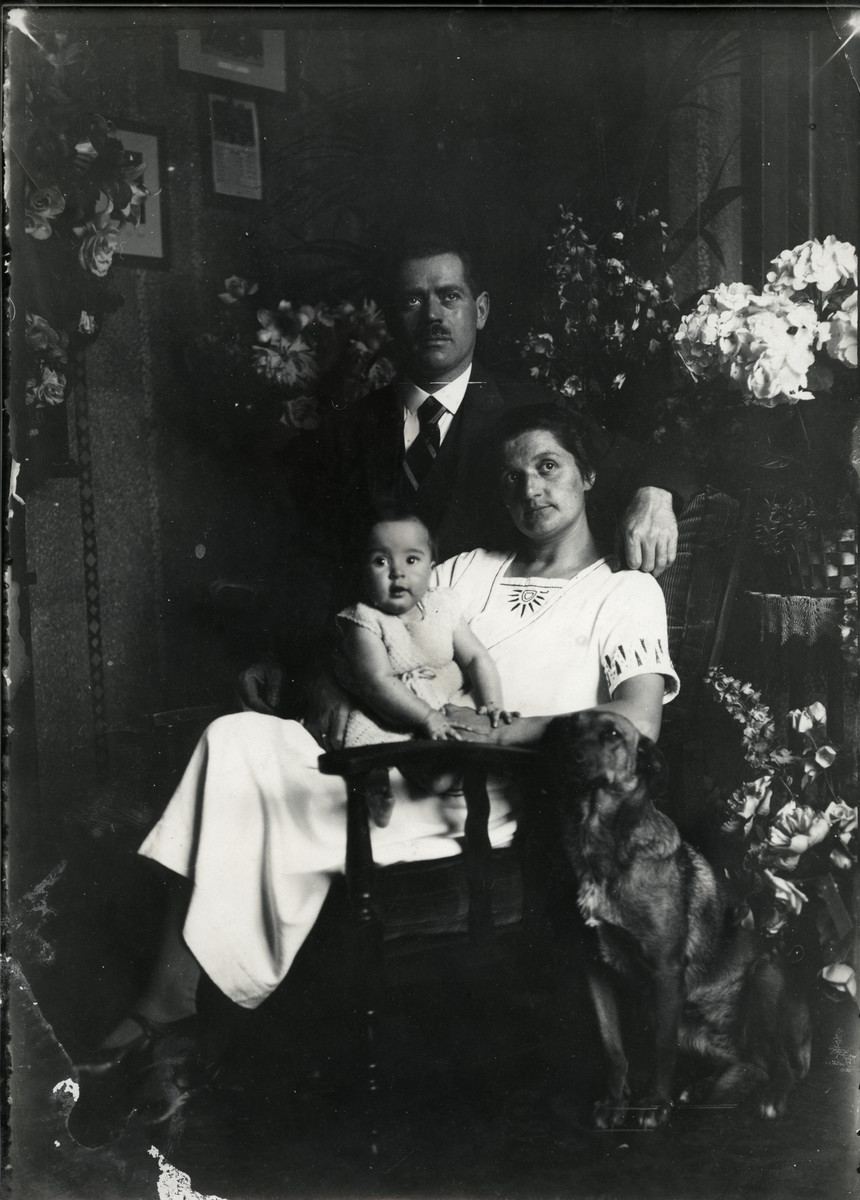 A family portrait of Hendrika (Hanna) and Adrian Lugten with their daughter Margalit.